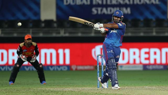 After fall of Shikhar Dhawan, DC captain Rishabh Pant came out to bat and he played a blinder to ensure DC scored runs at a brisk rate with required rate never jumping up. He hit 35 off just 21 balls, which included 3 fours and 2 sixes. Most of his runs came via the pull shot that he fancies playing. The SRH bowler bowled short and that eased things a lot for Pant, who rocked on back foot and continued playing his shots. Sportzpics