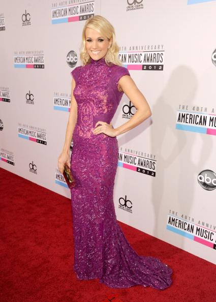 Carrie Underwood arrives on the 2012 American Music Awards red carpet.