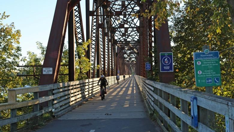 Fredericton shoots down idea of 2nd walking bridge after price tag hits $45M