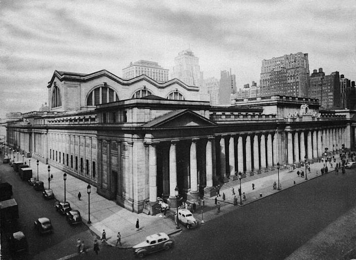 Penn Station's colonnaded exterior in 1910