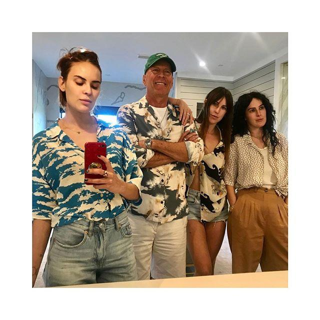 "<p><strong>Los Willis, al completo. </strong>Rumer Willis ha compartido esta bonita instantánea de todas sus hermanas, Talulah y Scout, junto a su padre, el actor Bruce Willis.</p><p><a href=""https://www.instagram.com/p/B1sSSqPl0e8/"">See the original post on Instagram</a></p><p><a href=""https://www.instagram.com/p/B1sSSqPl0e8/"">See the original post on Instagram</a></p><p><a href=""https://www.instagram.com/p/B1sSSqPl0e8/"">See the original post on Instagram</a></p><p><a href=""https://www.instagram.com/p/B1sSSqPl0e8/"">See the original post on Instagram</a></p><p><a href=""https://www.instagram.com/p/B1sSSqPl0e8/"">See the original post on Instagram</a></p><p><a href=""https://www.instagram.com/p/B1sSSqPl0e8/"">See the original post on Instagram</a></p><p><a href=""https://www.instagram.com/p/B1sSSqPl0e8/"">See the original post on Instagram</a></p>"