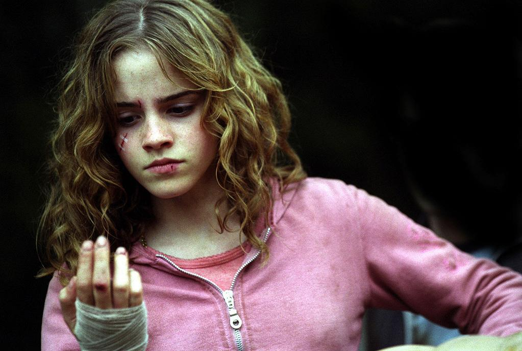 "MOVIE: ""<a href=""http://movies.yahoo.com/movie/1808404334/info"">Harry Potter and the Prisoner of Azkaban</a>"" (2004)  AGE: 14"