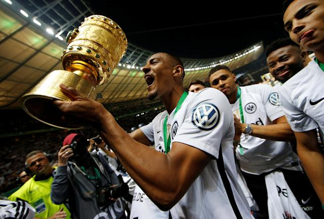 Soccer Football - DFB Cup Final - Bayern Munich vs Eintracht Frankfurt - Olympiastadion, Berlin, Germany - May 19, 2018 Eintracht Frankfurt's Sebastien Haller celebrates with the trophy after winning the DFB Cup REUTERS/Axel Schmidt DFB RULES PROHIBIT USE IN MMS SERVICES VIA HANDHELD DEVICES UNTIL TWO HOURS AFTER A MATCH AND ANY USAGE ON INTERNET OR ONLINE MEDIA SIMULATING VIDEO FOOTAGE DURING THE MATCH.