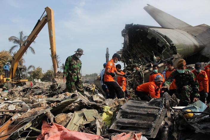 Soldiers search the wreckage of an Indonesian Air Force C-130 Hercules aircraft a day after it crashed in a residential area of Medan, in northern Sumatra province on July 1, 2015 (AFP Photo/Atar)