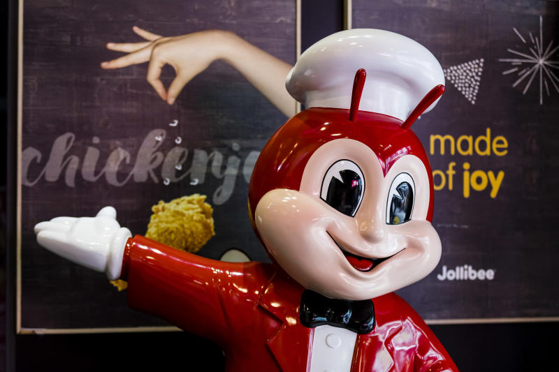 HONG KONG, HONG KONG - JUNE 14: A Jollibee Foods Corporation's mascot is seen at one of the company's restaurant in Hong Kong on 14 Jun 2018. As of April 2018, JFC had a total of about 1,200 Jollibee outlets worldwide, with presence in Southeast Asia, the Middle East, Hong Kong, North America, and Italy. (Photo by S3studio/Getty Images)