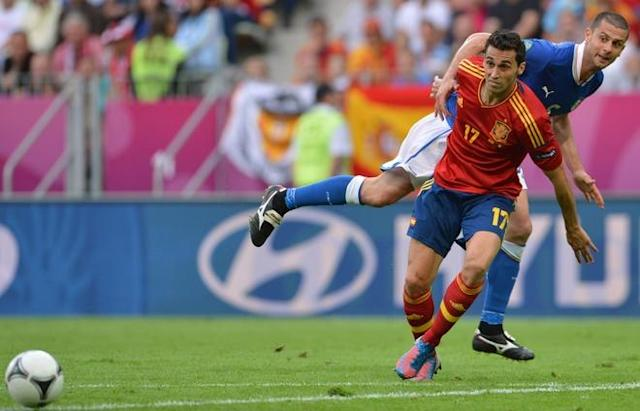 Spanish defender Alvaro Arbeloa (L) vies with Italian midfielder Thiago Motta during the Euro 2012 championships football match Spain vs Italy on June 10, 2012 at the Gdansk Arena. AFPPHOTO/ GIUSEPPE CACACEGIUSEPPE CACACE/AFP/GettyImages