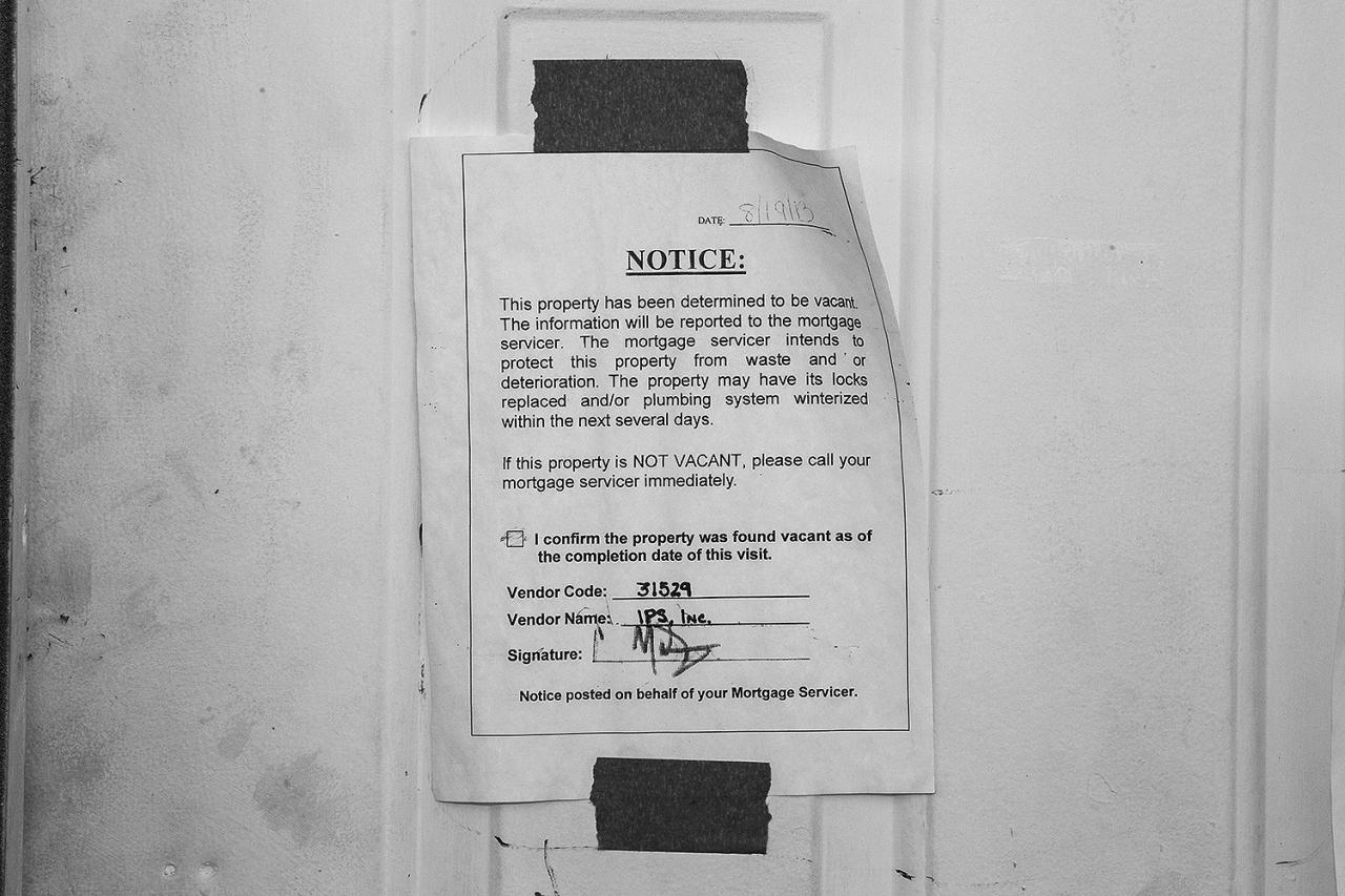 <p>A vacancy notice, like many posted on houses in Oakwood Beach, Staten Island on Oct. 20, 2013.(Photo: Gordon Donovan/Yahoo News) </p>