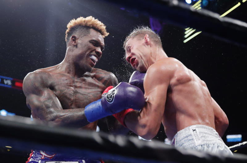 Jermall Charlo keeps his middleweight title, while twin Jermell loses his
