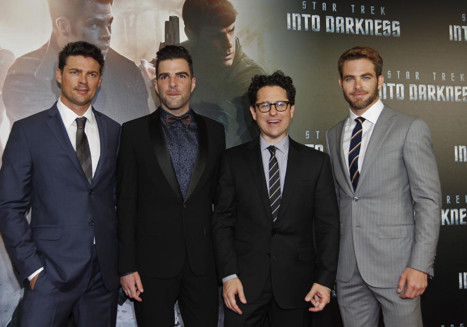 "Cast members Karl Urban (L), Zachary Quinto (2nd L) and Chris Pine (R) pose with director J.J. Abrams at the red carpet of  the Australian premiere of ""Star Trek Into Darkness"" in central Sydney April 23, 2013. REUTERS/Daniel Munoz (AUSTRALIA - Tags: ENTERTAINMENT SOCIETY)"