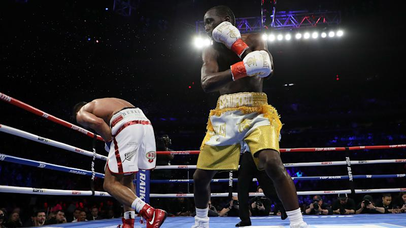Khan refutes Crawford's accusations of quitting after low blow