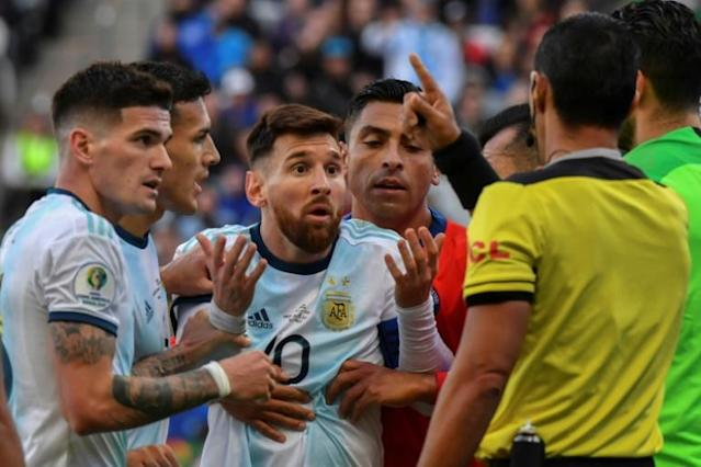 Argentina's Lionel Messi (C) talks to Paraguayan referee Mario Diaz de Vivar after he and Chile's Gary Medel were sent off during their Copa America football tournament third-place match in Sao Paulo, Brazil, on July 6, 2019 (AFP Photo/Nelson ALMEIDA)