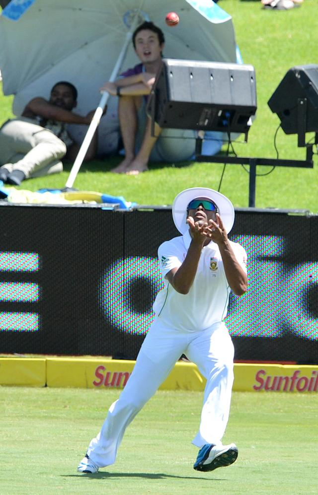 PRETORIA, SOUTH AFRICA - FEBRUARY 12: Vernon Philander of South Africa takes the catch for the wicket of Michael Clarke of Austrailia during day one of the First Test match between South Africa and Australia at SuperSport Park on February 12, 2014 in Centurion, South Africa. (Photo by Lee Warren/Gallo Images/Getty Images)