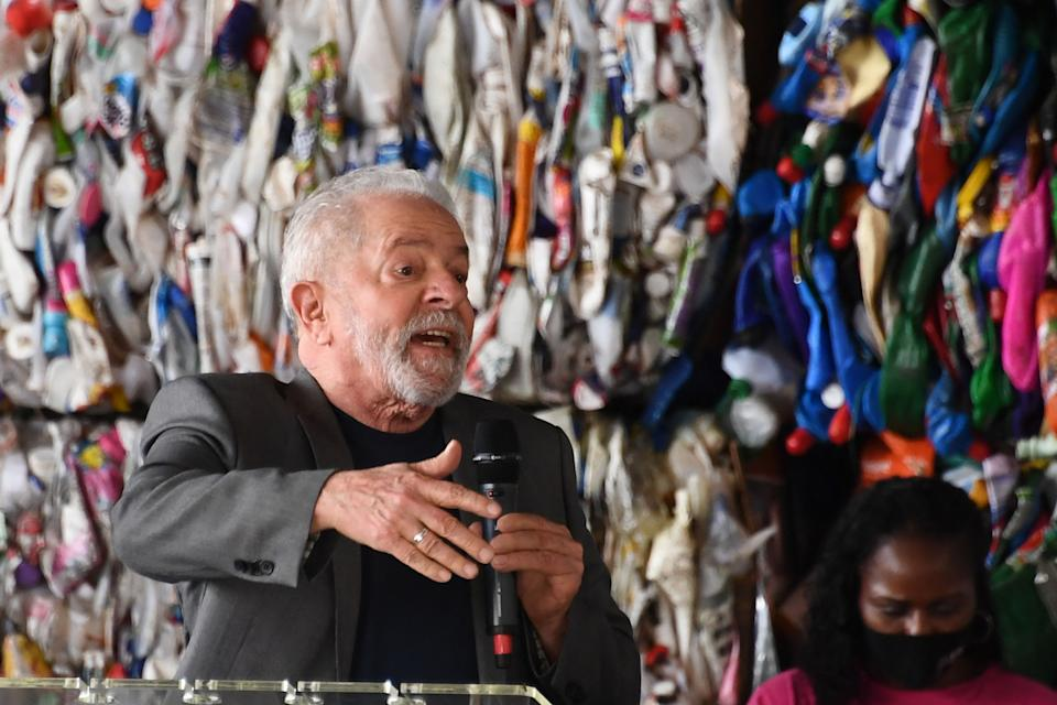 Former Brazilian President (2003-2010) Luiz Inacio Lula da Silva gestures as he delivers a speech during a visit to a recyclable material processing center in Brasilia, on October 7, 2021. - Lula da Silva is in Brasilia making political contacts to make his presidential candidacy viable for next year´s elections. (Photo by EVARISTO SA / AFP) (Photo by EVARISTO SA/AFP via Getty Images)