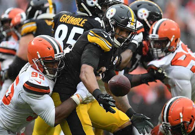 <p>Myles Garrett #95 of the Cleveland Browns forces a fumble by James Conner #30 of the Pittsburgh Steelers during the fourth quarter at FirstEnergy Stadium on September 9, 2018 in Cleveland, Ohio. (Photo by Jason Miller/Getty Images) </p>