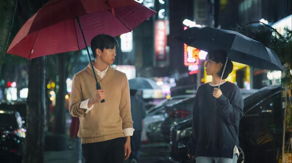 Korean-American student Jamie (Shin Hyun Seung) and resident assistant Park Se Wan share a romantic relationship in sitcom So Not Worth It