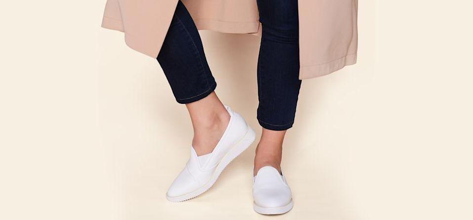 """<p><strong>everlane</strong></p><p>everlane.com</p><p><strong>$135.00</strong></p><p><a href=""""https://go.redirectingat.com?id=74968X1596630&url=https%3A%2F%2Fwww.everlane.com%2Fproducts%2Fwomens-leather-street-shoe-black&sref=https%3A%2F%2Fwww.elle.com%2Ffashion%2Fshopping%2Fg33078428%2Fbest-elle-editor-product-reviews%2F"""" rel=""""nofollow noopener"""" target=""""_blank"""" data-ylk=""""slk:Shop Now"""" class=""""link rapid-noclick-resp"""">Shop Now</a></p><p>""""Confession: I wasn't so sure about <a href=""""https://www.elle.com/fashion/accessories/a22165252/everlane-street-shoe/"""" rel=""""nofollow noopener"""" target=""""_blank"""" data-ylk=""""slk:these shoes"""" class=""""link rapid-noclick-resp"""">these shoes</a> upon first purchase. Are they loafers? A brand-new hybrid of a sneaker and a pointy toed flat? However, after a few weeks they quickly became the MVP of my wardrobe rotation."""" <em>— Mia Feitel, associate art director</em></p>"""