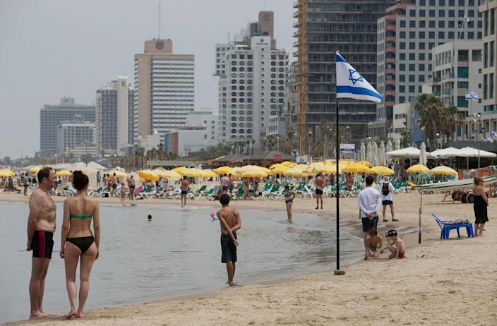 <p>People stand still on the shore of the Mediterranean sea as a two-minute siren marking Memorial Day for its fallen soldiers is sounded across Israel in Tel Aviv May 1, 2017 (Reuters) </p>