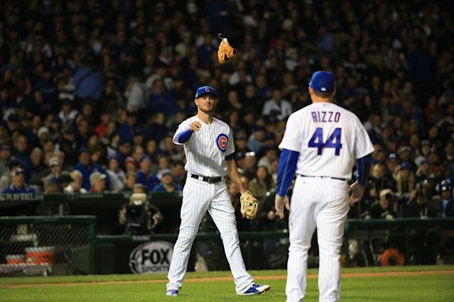"""<a class=""""link rapid-noclick-resp"""" href=""""/mlb/players/8868/"""" data-ylk=""""slk:Anthony Rizzo"""">Anthony Rizzo</a>, switching gloves and causing problems. (Armando Sanchez/Chicago Tribune/TNS via Getty Images)"""