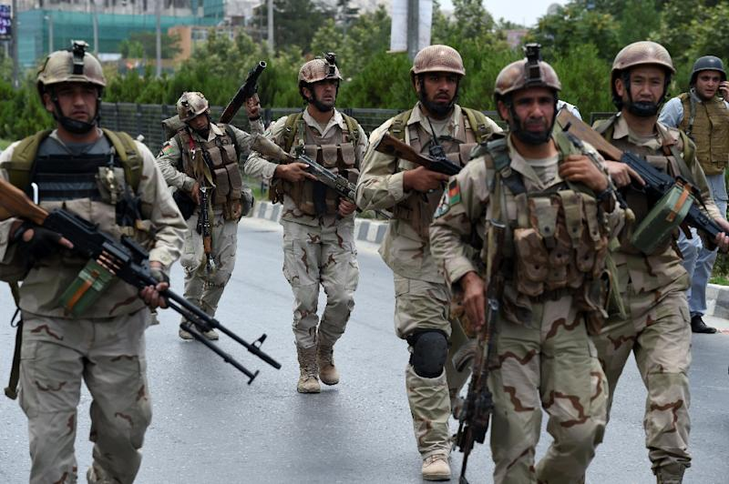 Afghan soldiers arrive at the site of a militant attack on the parliament building in Kabul, on June 22, 2015 (AFP Photo/Shah Marai)