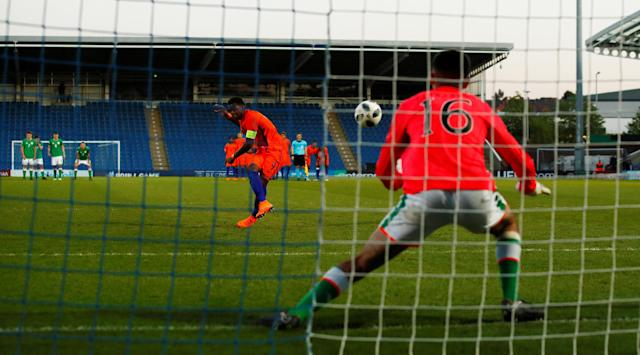 Soccer Football - UEFA European Under-17 Championship Quarter-Final - Netherlands vs Republic of Ireland - Proact Stadium, Chesterfield, Britain - May 14, 2018 Netherland's Daishawn Redan scores the winning penalty in the shootout Action Images via Reuters/Jason Cairnduff