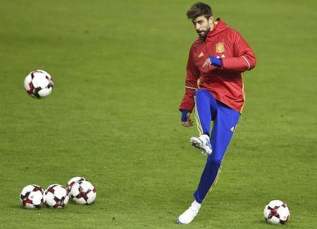 Football Soccer - Spain training session - World Cup 2018 Qualifiers - El Molinon stadium, Gijon, Spain, 23/03/17 Spain's Gerard Pique attends training session. REUTERS/Eloy Alonso