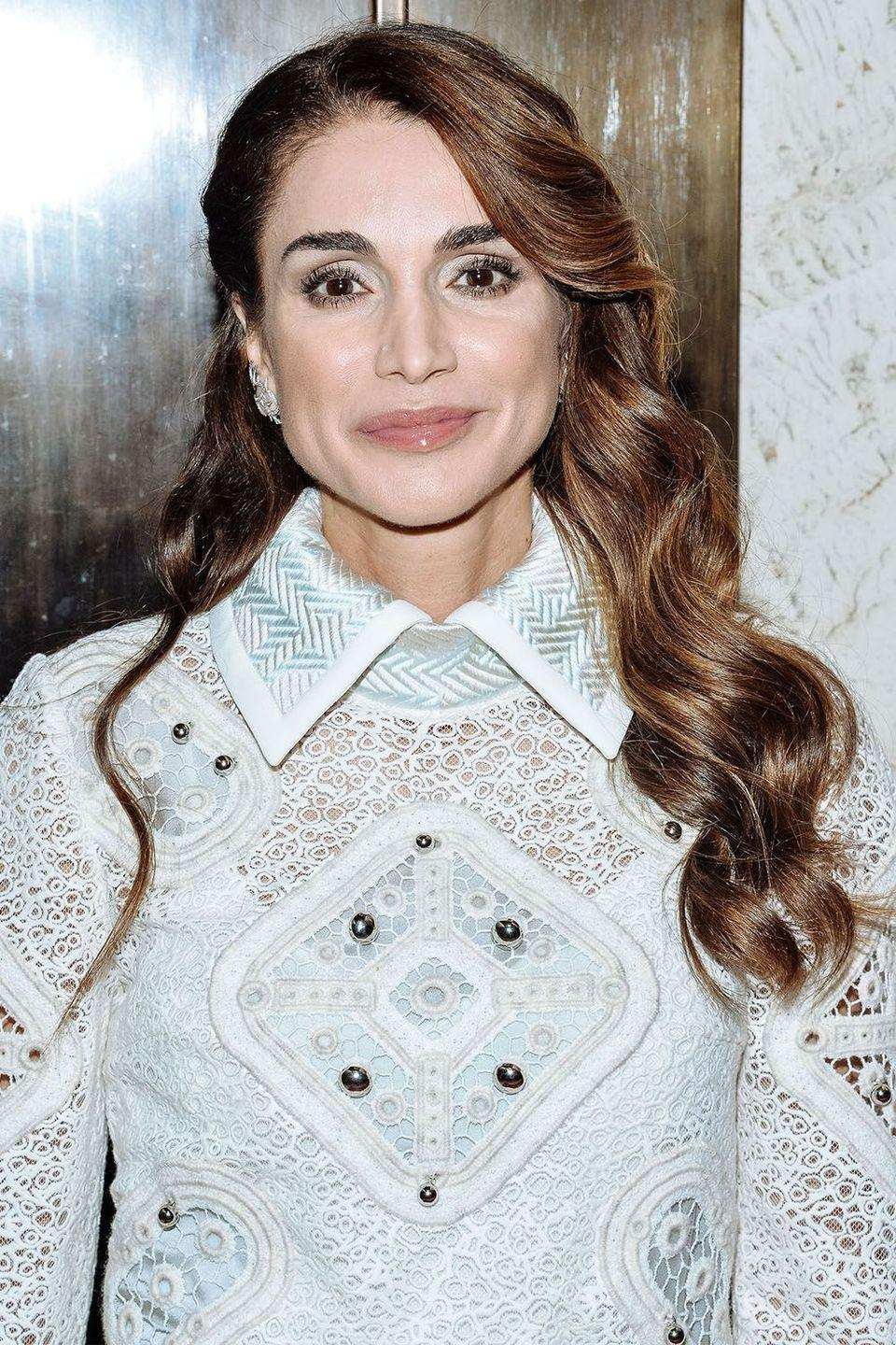 <p>Queen Rania's shiny waves</p>