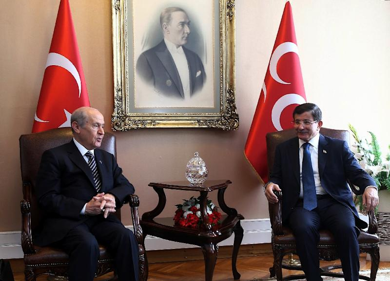 Turkey's Prime Minister Ahmet Davutoglu (R) meets with Nationalist Movement Party opposition leader Devlet Bahceli during coalition talks in Ankara, on August 17, 2015 (AFP Photo/Adem Altan)