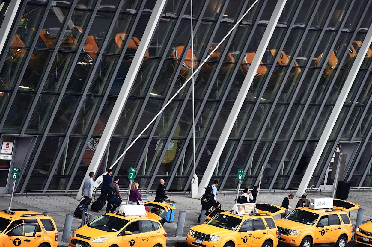 Arriving passengers line up to get taxi outside of Terminal 4 at the JFK airport in New York on October 11, 2014. (Photo: JEWEL SAMAD/AFP/Getty Images)