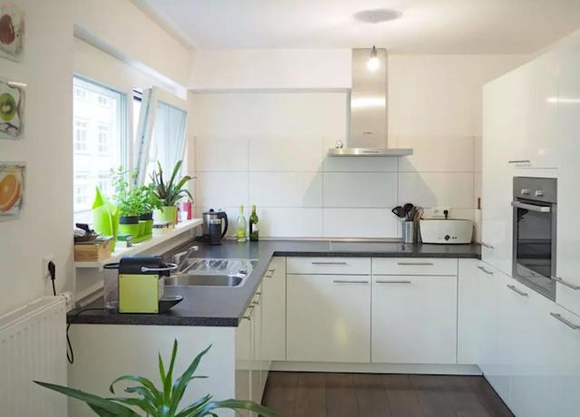 <p>Here's a look at the sleek, modern kitchen. (Airbnb) </p>