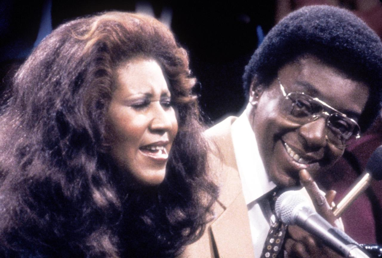 """Singer Aretha Franklin with show host and producer Don Cornelius. Franklin was one of many entertainers who performed on """"Soul Train"""" in the 1970''s, part of the Soul Train 30th Anniversary """"Divas and Kings 2000 & Beyond."""" (Photo by 2001 Tribune Entertainment)"""