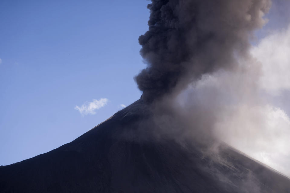 Pacaya volcano blows a cloud of ash, viewed from San Vicente Pacaya, Guatemala, Wednesday, March 3, 2021. (AP Photo/Santiago Billy )