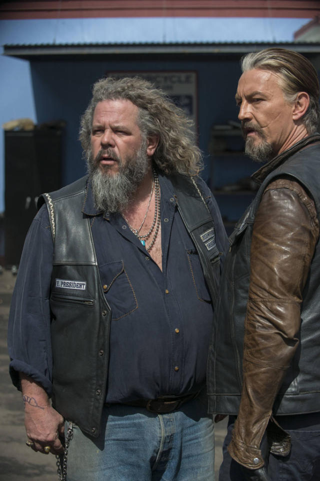 "Mark Boone Junior as Robert 'Bobby' Munson and Tommy Flanagan as Filip 'Chibs' Telford in the ""Sons of Anarchy"" episode, ""J'ai Obtenu Cette."""