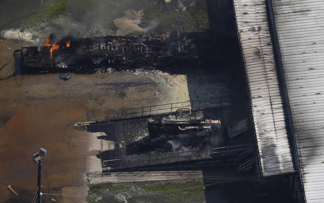 <p>A fire burns at the flooded plant of French chemical maker Arkema SA in Crosby, Texas, Aug. 31, 2017. (Photo: Adrees Latif/Reuters) </p>