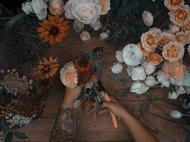 <p><b>Kirsten — florist </b><br> Many hands make light work, and in this photographer's unique series, there are many, many of them. (Photo: Sanwal Deen/Caters News) </p>