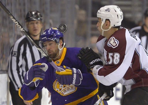 Los Angeles Kings right wing Justin Williams, left, and Colorado Avalanche left wing Patrick Bordeleau battle for the puck during the second period of their NHL hockey game, Saturday, Feb. 23, 2013, in Los Angeles. (AP Photo/Mark J. Terrill)