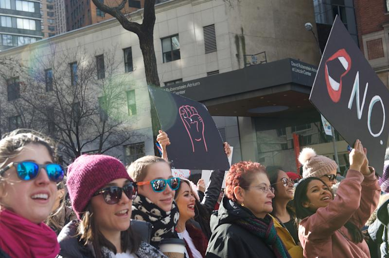 Marchers chant and hold up signs at the 2018 Women's March in New York City. (Alanna Vagianos/HuffPost)