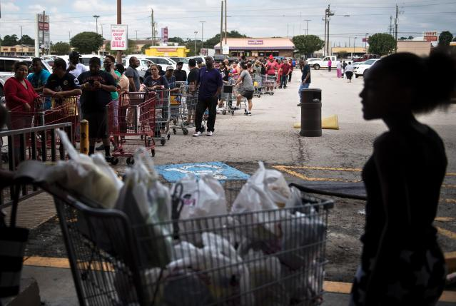 <p>People wait in line to buy groceries at a Food Town during the aftermath of Hurricane Harvey on August 30, 2017 in Houston, Texas. (Photo: Brendan Smialowski/AFP/Getty Images) </p>