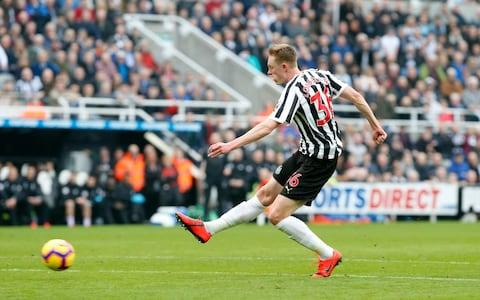 Sean Longstaff in action for Newcastle - Credit: Getty images