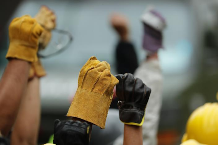 <p>Rescue services and volunteers raise their hands to ask for absolute silence during their search for victims under the debris of the school that collapsed in Mexico City, Mexico, Sept. 21, 2017. (Photo: Jose Mendez/EPA-EFE/REX/Shutterstock) </p>
