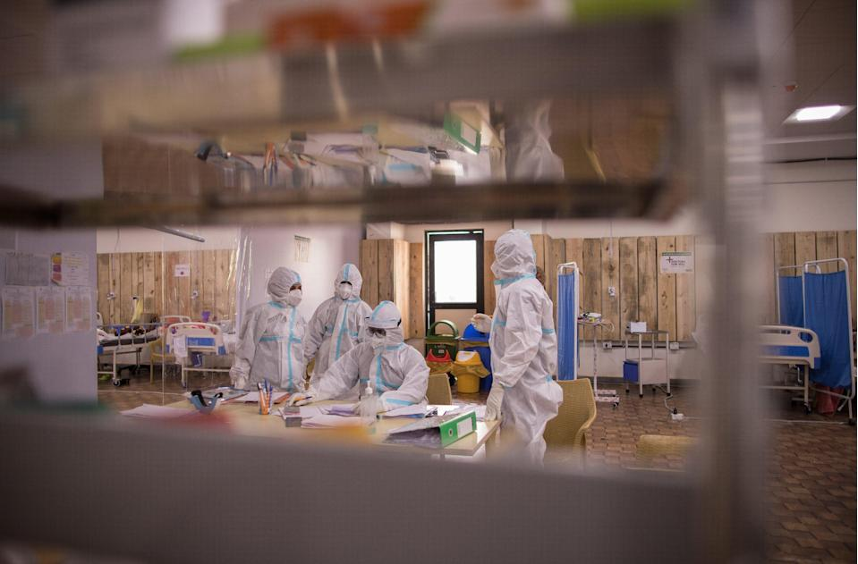 Doctors and medical workers inside an isolation centre in Noida, India, on 23 May, 2021. (Getty Images)