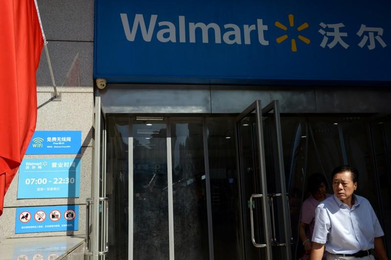 Walmart posts strong results ahead of holidays, earns praise from Trump