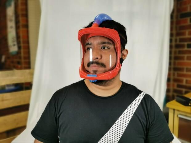 Emanuel Martinez Villanueva wearing the respirator he designed that helps healthcare workers breathe clean air while working with COVID-19 patients.  (Submitted by Emanuel Martinez Villanueva - image credit)