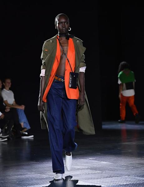 Rag & Bone presented a resolutely urban collection, poised somewhere between ultra chic designs and streetwear silhouettes, with layers, juxtapositions of materials, and subdued hues with pops of color. New York, September 6, 2019