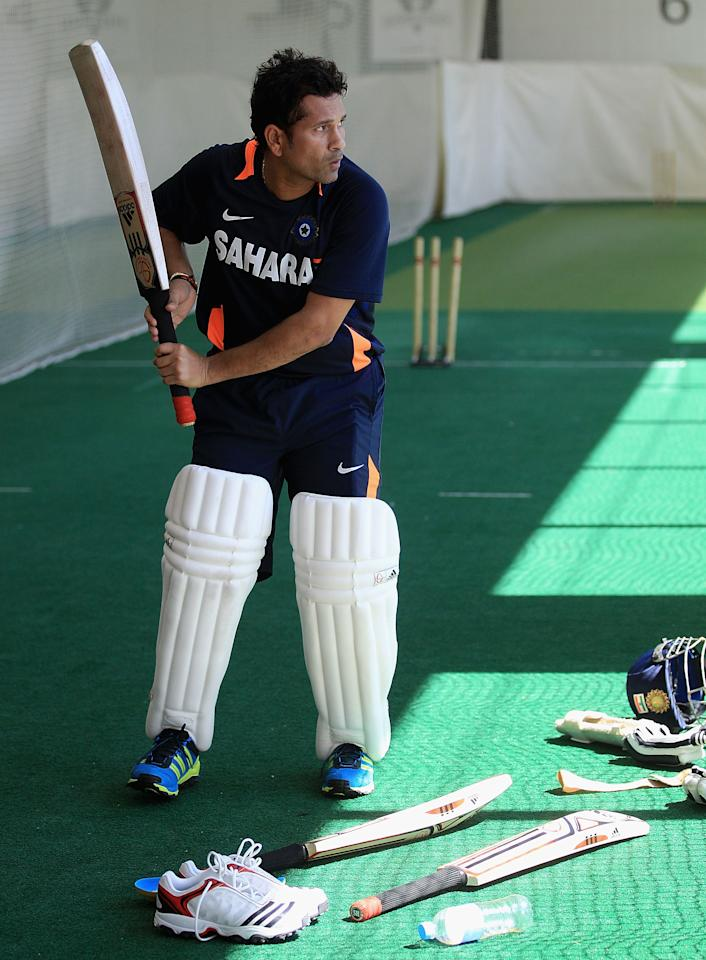 MELBOURNE, AUSTRALIA - DECEMBER 23:  Sachin Tendulkar prepares to bat during an Indian Test team nets session at Melbourne Cricket Ground on December 23, 2011 in Melbourne, Australia.  (Photo by Hamish Blair/Getty Images)