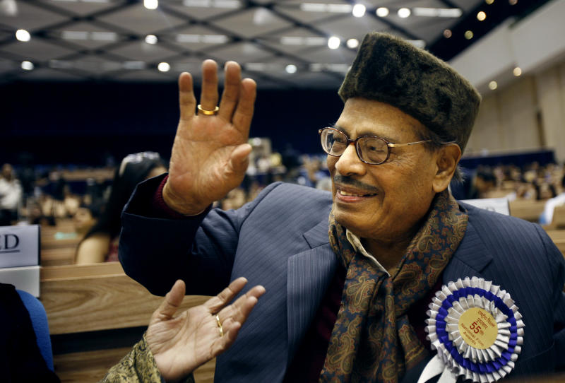 FILE – In this Oct. 21, 2009 file photo, famed Bollywood playback singer Manna Dey acknowledges the crowd after receiving the Dadasaheb Phalke award for the year 2007, during the 55th National Film awards in New Delhi, India. Dey, who recorded nearly 4,000 songs in his Bollywood career, died in a Bangalore hospital early Thursday. He was 94. (AP Photo/Manish Swarup, File)