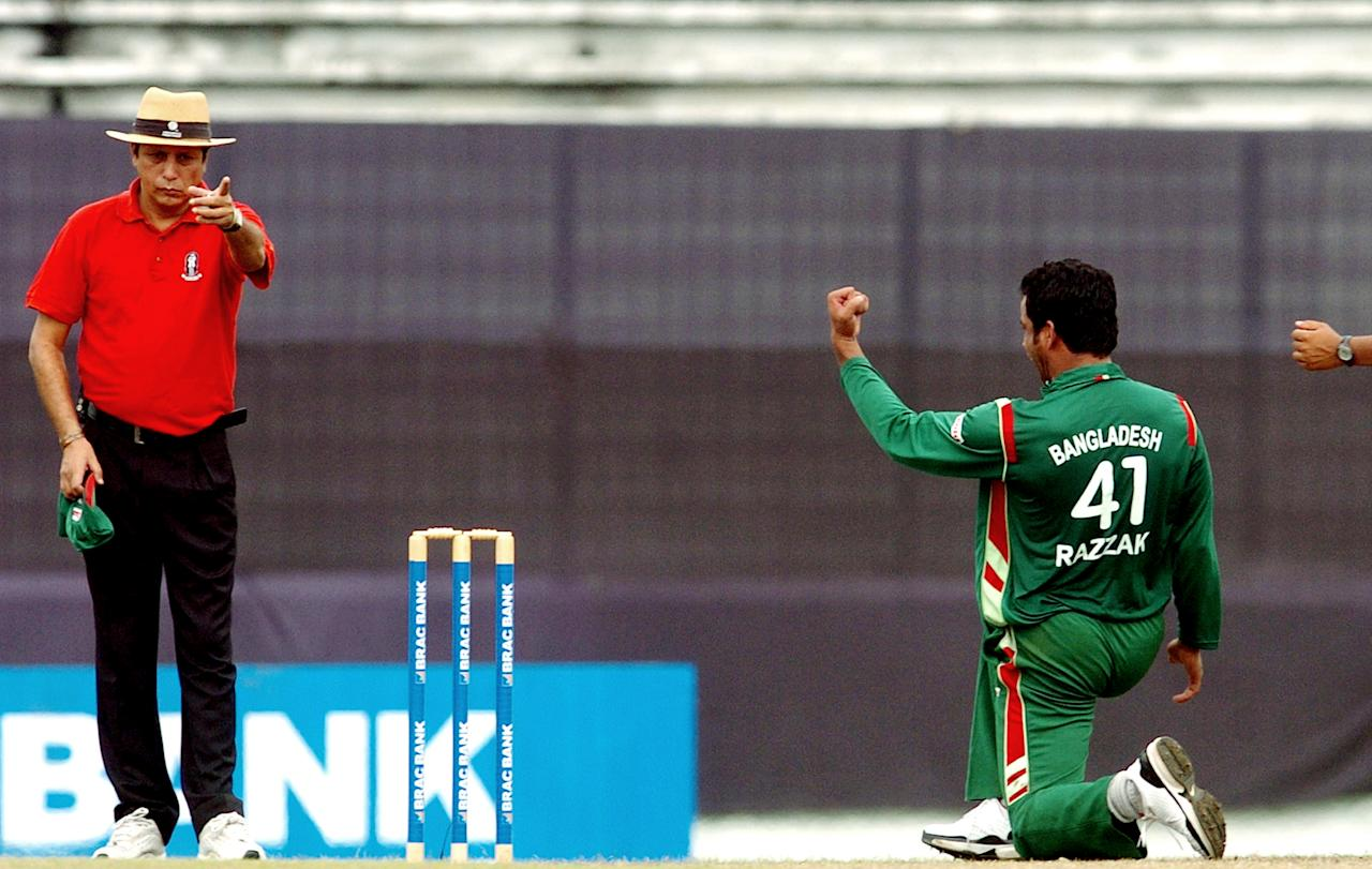 Bangladeshi cricketer Abdur Razzak (R) gestures towards umpire Nadir Shah as he celebrates the dismissal of unseen New Zealand batsman Scott Styris during the first one day international (ODI) between Bangladesh and New Zealand at The Sher-e-Bangla National Cricket Stadium in Dhaka on October 9, 2008.  Mashrafe bin Mortaza has taken three wickets as New Zealand have scored 108 runs for the loss of six wickets after 33 overs. AFP PHOTO/Farjana KHAN GODHULY