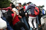 Honduran migrants, part of a caravan trying to reach the U.S., go up for a truck during a new leg of her travel in Zacapa, Guatemala October 17, 2018. REUTERS/Edgard Garrido