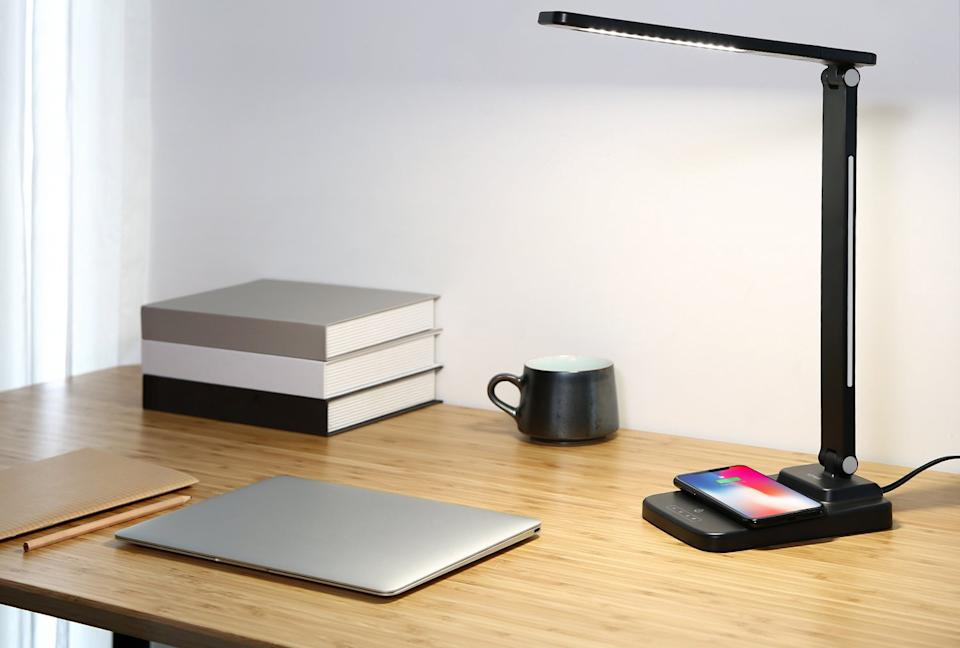 Aukey S Led Desk Lamp Has A Built In Wireless Charger And It S Discounted On Amazon