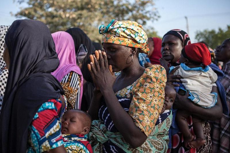 Women queue to receive humanitarian aid goods distributed by the Red Cross on December 3, 2014 in Yola after fleeing Boko Haram attacks in their native regions (AFP Photo/Florian Plaucher)