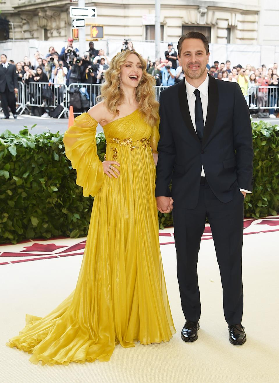 """<h1 class=""""title"""">Amanda Seyfried in Prada and H.Stern jewelry and Thomas Sadoski</h1><cite class=""""credit"""">Photo: Getty Images</cite>"""